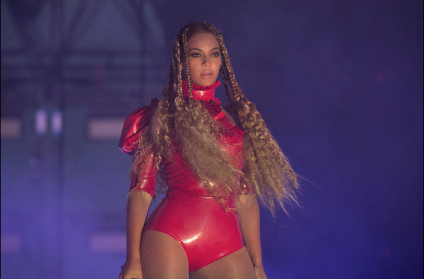 beyoncé queen b reine chanteuse photos féminisme girl power féministe #metoo  on stage